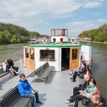 Steamboat cruise to Nelahozeves