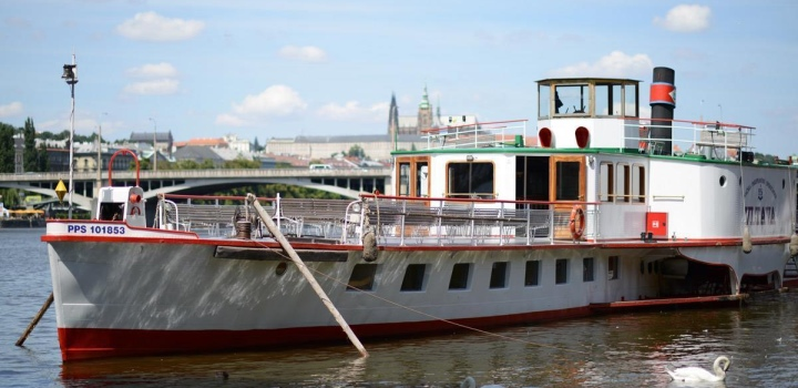To the zoo on the Vltava steamboat