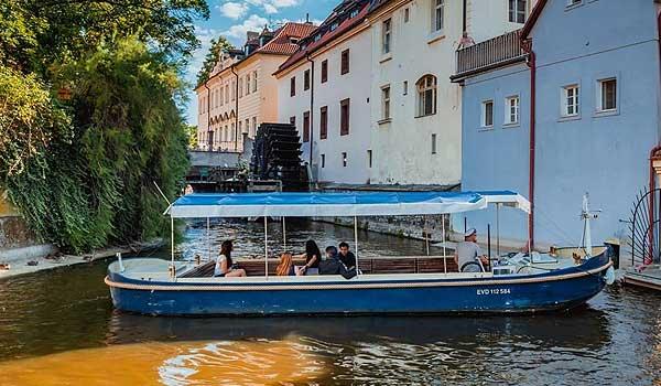 Mistr Jan Hus Boat