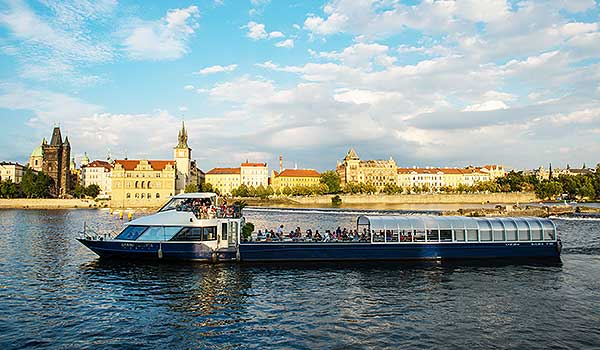 Agnes de Bohemia boat